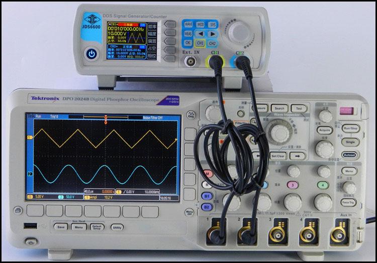 generator funkcyjny JDS6600 obserwacja przebiegów na oscyloskopie kanał CH1 trójkąt CH2 sinusoida