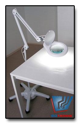 Lampa z lupą 5D 90xLED na statywie z kółkami