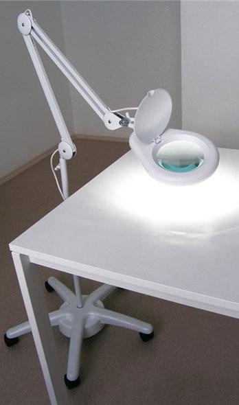 Lampa z lupą 5D 56xLED na statywie z kółkami LAM-033